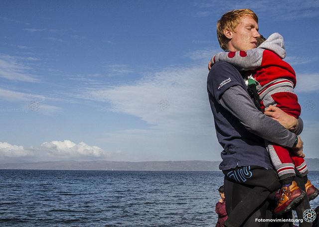foto rescatando niño